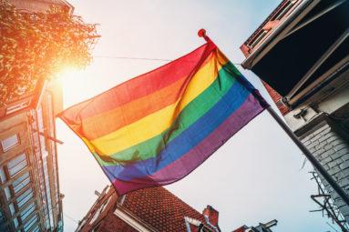 Voiko taloyhtiössä liputtaa Pridea? Näin se onnistuu